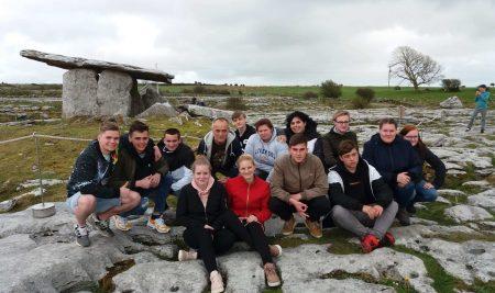 Přes Cavern Club kměsíční krajině NP Burren